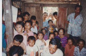Veel belangstelling in de bamboehut